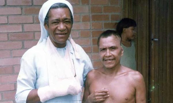 Sorino-Yanomami-com-Irmã-Felicita-na-Casa-de-Cura-em-Boa-Vista