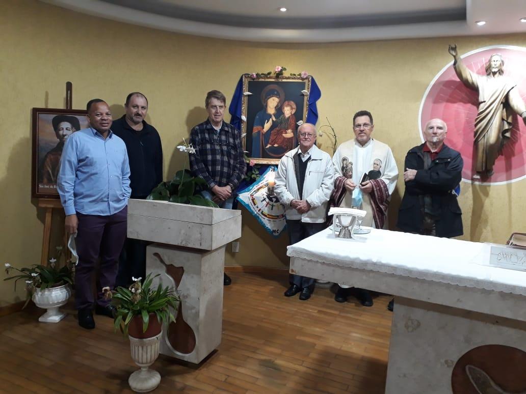 Padres Paulo Mzé, Sandro Dalanora, Gianfranco Graziola, Durvalino Condicelli, Luiz Emer e Giovanni Safirio.